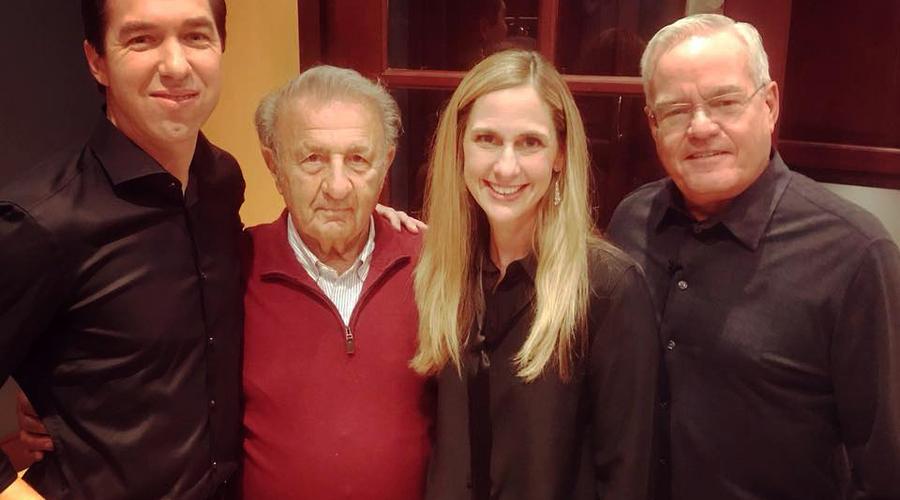 Steve Carter, Dr. Gilbert Bilezikian (Hybels langjähriger Mentor), Heather Larson und Bill Hybels.